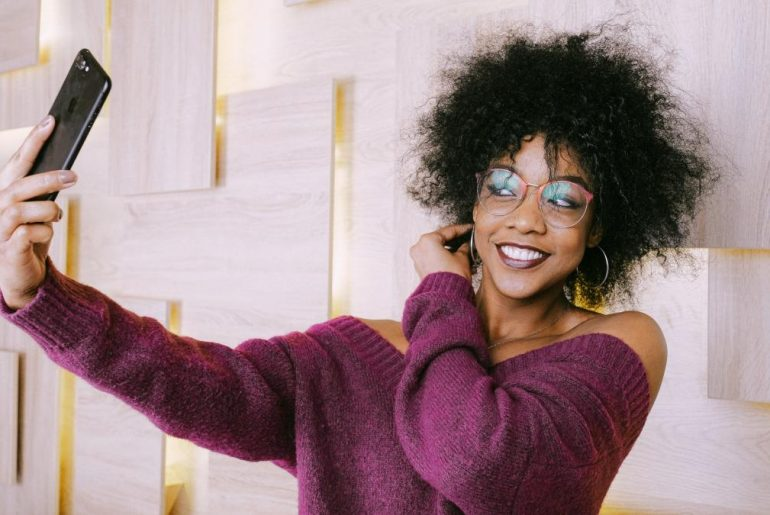 Instagram filters - Woman taking selfie